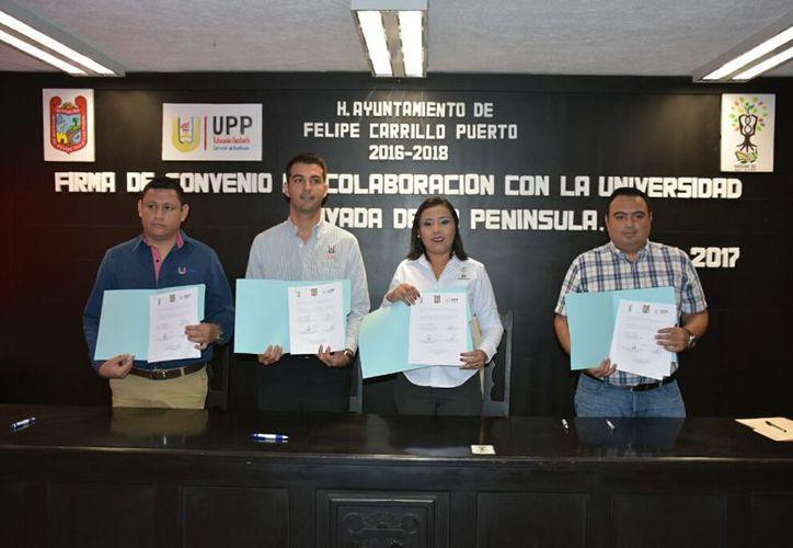 Con la firma del convenio, la administración municipal pretende que los trabajadores continúen con su preparación académica.