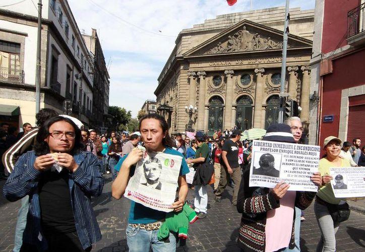 Manifestación ante la Asamblea Legisladiva del DF en demanda de la liberación de los jóvenes presos por los disturbios del 1 de diciembre. (Archivo/Notimex)
