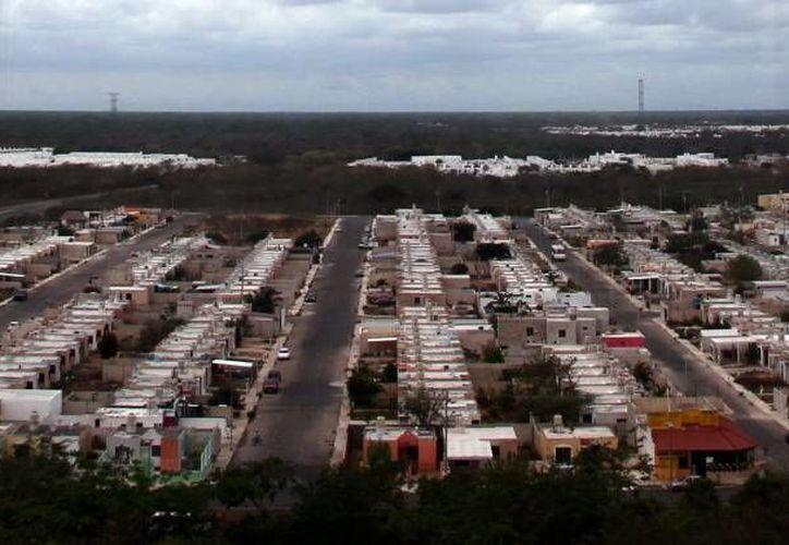 El sector de la construcción en Yucatán espera un segundo semestre que reactive a la industria, pese a las previsiones en contra. De cada 10 obras en infraestructura que se crea en el país y en la entidad, 7 son  de origen privado: CMIC. (Milenio Novedades)