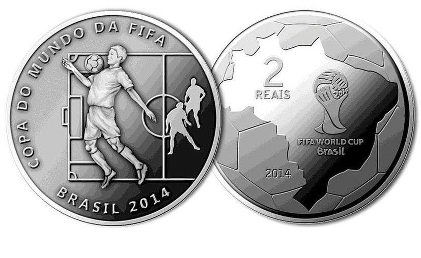 """Las seis monedas elaboradas en cuproníquel forman parte de la serie denominada """"Jugadas del Fútbol"""". (EFE)"""