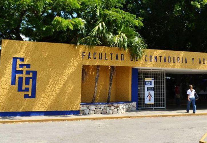 Cada seis meses unos 35 contadores públicos egresados o por egresar de la Uady podrán integrarse al Gobierno yucateco. (Milenio Novedades)
