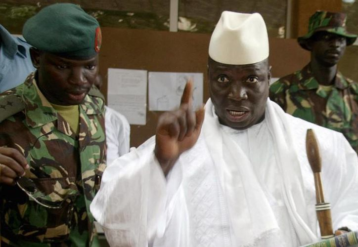 No es la primera vez que Yahya Jammeh, presidente de Gambia, hace polémicas declaraciones, en mayo pasado amenazó con desaparecer del país a quienes fueran homosexuales. (Archivo/AFP)