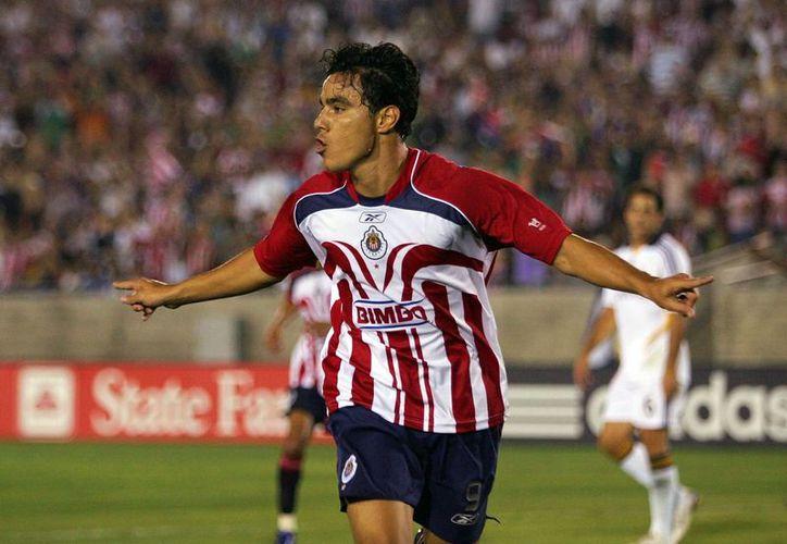 Omar Bravo, surgido de Chivas, regresa a ellas para tratar de devolverles el brillo perdido. (playsports.mx)