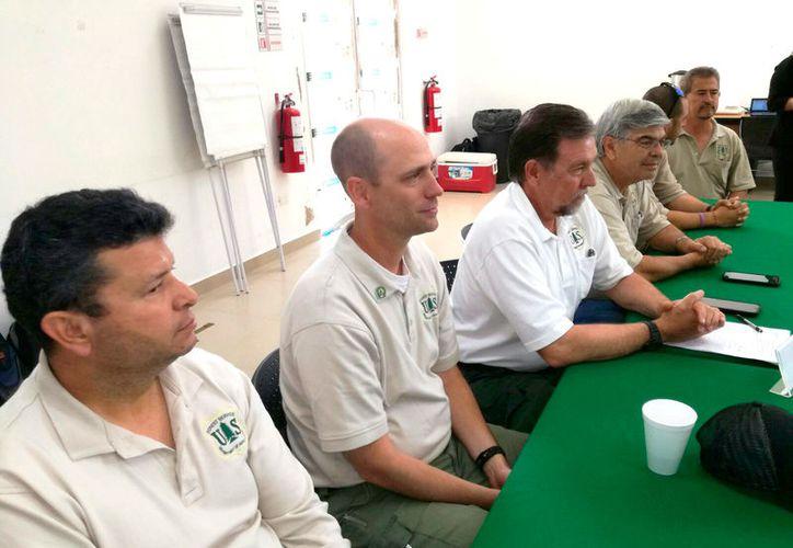 Integrantes del sistema Forestal de Estados Unidos participaron en el curso de conocimientos de mandos en el incendio El Pucté. (Foto: Juan Rodríguez  / SIPSE)
