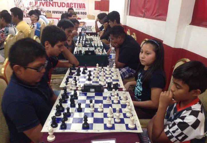 En el torneo de ajedrez participaron más de 60 competidores. (Raúl Caballero/SIPSE)