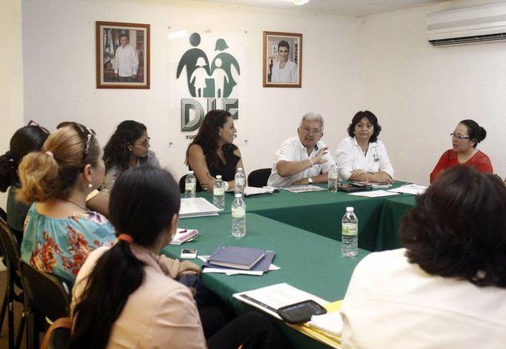 Autoridades estatales y federales se reunieron ayer para acordar acciones en pro de las guarderías. (Milenio Novedades)