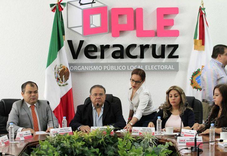 El presidente del Consejo General del Organismo Público Electoral Local (OPLE) de Veracruz, Alejandro Bonilla, llamó a los ciudadanos a votar de manera libre y razonada, así como denunciar cualquier intento de presión para influir en su voto. (Notimex)