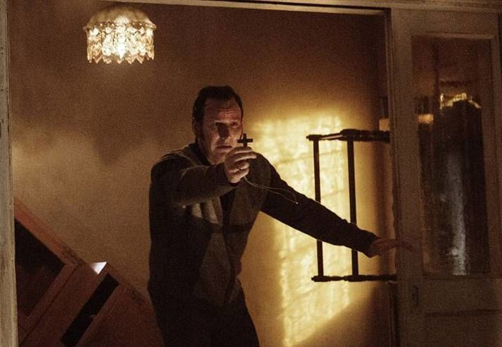 'El Conjuro 2', cinta que fue dirigida por James Wan, llegó a cines este jueves tras una larga espera de los amantes del terror. (Facebook/ Milenio Digital)