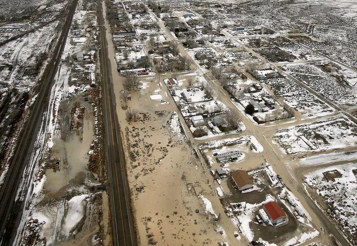 La presa Twentyone Mile reventó la tarde del miércoles y ha causado daños a decenas de propiedades. (AP/Stuart Johnson-The Deseret News)