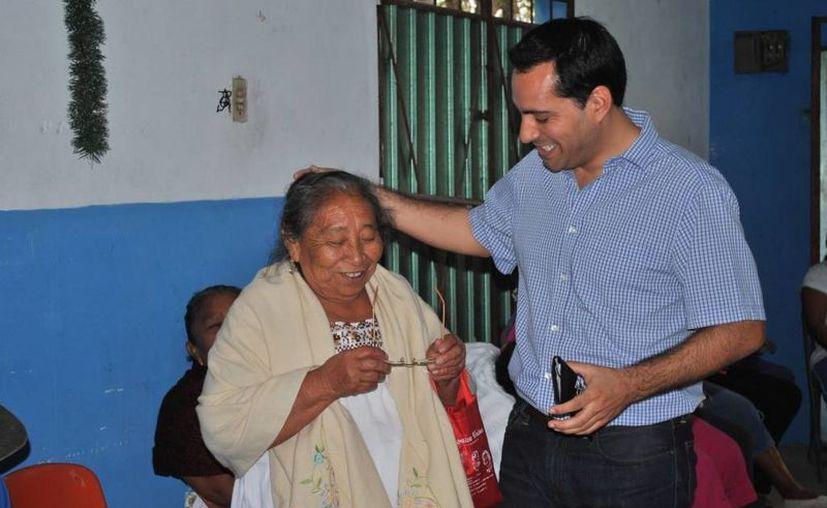 El programa 'Ver bien con Vila' beneficia desde a niños hasta personas de la tercera edad. (Cortesía)