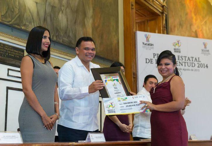 La entrega de los reconocimientos se realizó en el Palacio de Gobierno de Yucatán. (Milenio Novedades)