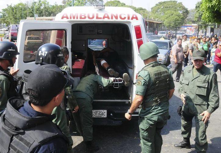 El enfrentamiento derivó de un sorpresivo cateo realizado por las autoridades. (EFE)