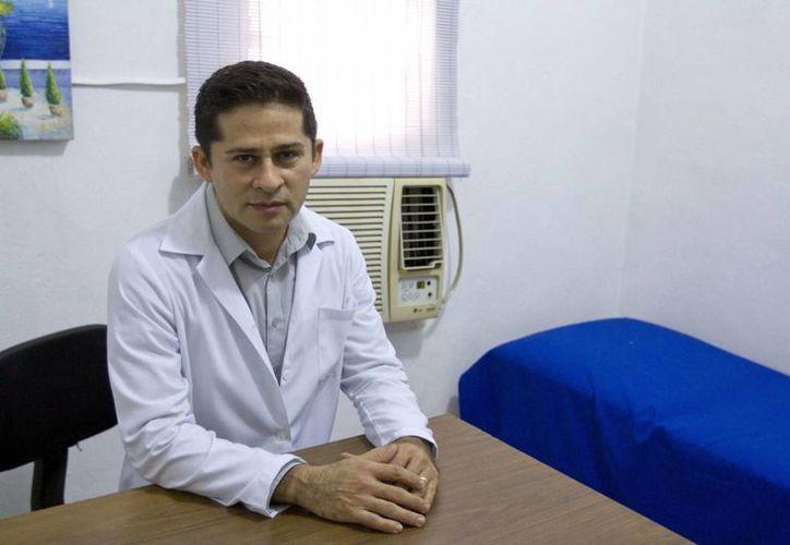 El director de la Clínica de Medicina Laboral, Israel de Jesús Rodríguez Castro, recomienda a las empresas mejorar sus sistemas de operación. (Notimex)
