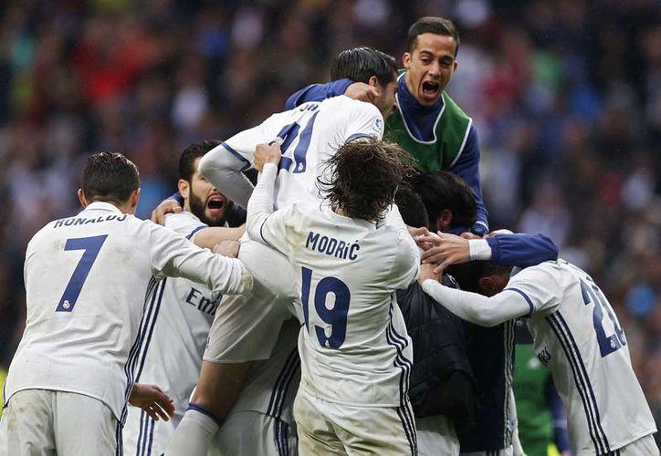 El Real Madrid quedó tres puntos arriba del Barcelona con el resultado. (Foto: AP)