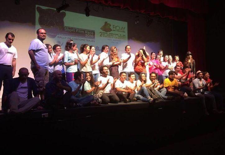 Los participantes del Short Film Race, una de las secciones del festival yucateco de cine que impulsa el esfuerzo juvenil por medio de la producción de cortometrajes. (Facebook: FICMY)