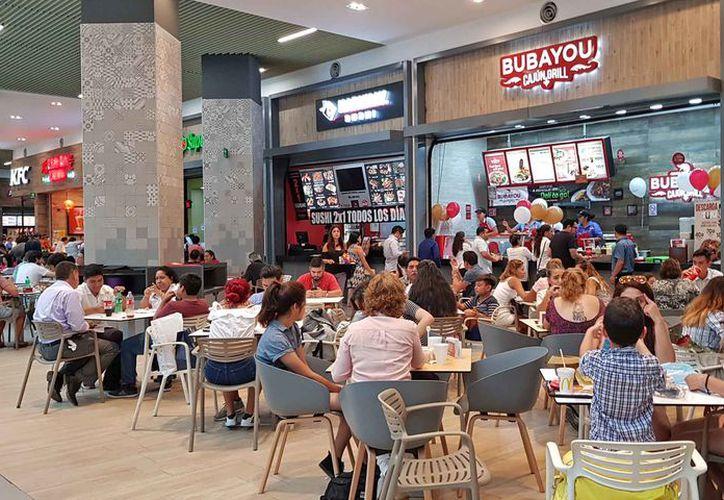 Los restaurantes estuvieron muy concurridos durante el día. (Pedro Olive/SIPSE)