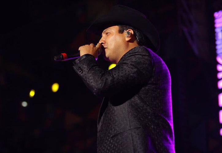 El excoach de La Voz México dijo que lamenta tener bloqueada la comunicación con sus fans.  (Foto: Diario)