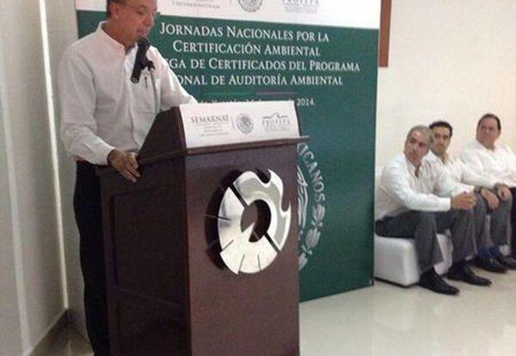 El titular de la Profepa realizó entrega de Certificados de Auditoría Ambiental en Yucatán. (@PROFEPA_Mx)