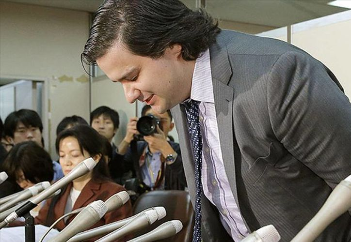 Mark Karpeles, director general del mercado financiero de bitcoins (una moneda virtual) Mt. Gox, se disculpa por la quiebra de la bolsa durante una conferencia en el Ministerio de Justicia de Japón, en Tokio. (Agencias)