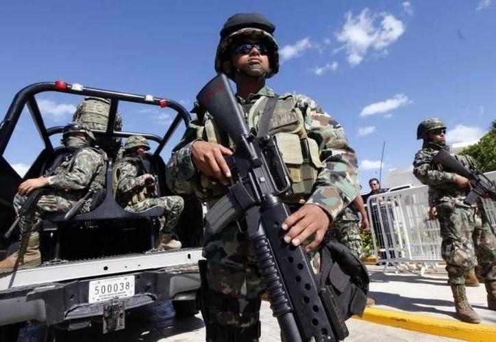 Elementos del Ejército arrestaron en Calakmul, Campeche, a una banda de secuestradores con antecedentes criminales en Quintana Roo, que viajaban en un auto con placas de Yucatán. (SIPSE/Foto de contexto)