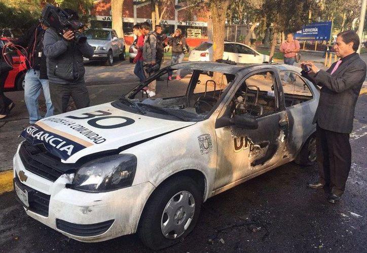 Durante los disturbios dañaron un automóvil de la UNAM. (Alfredo Domínguez/jornada.unam.mx)
