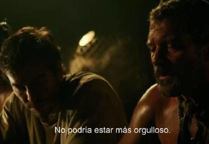 Antonio Banderas protagoniza 'Los 33', una película basada en hechos reales sobre mineros sepultados en vida en Chile. (Captura de pantalla de YouTube)