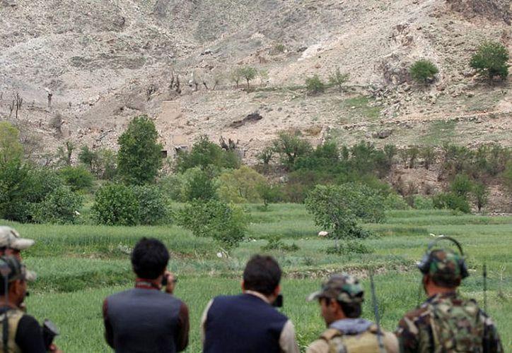 La zona afectada por 'la madre de todas las bombas' en Afganistan es custodiada por tropas de Estados Unidos. (planoinformativo.com)