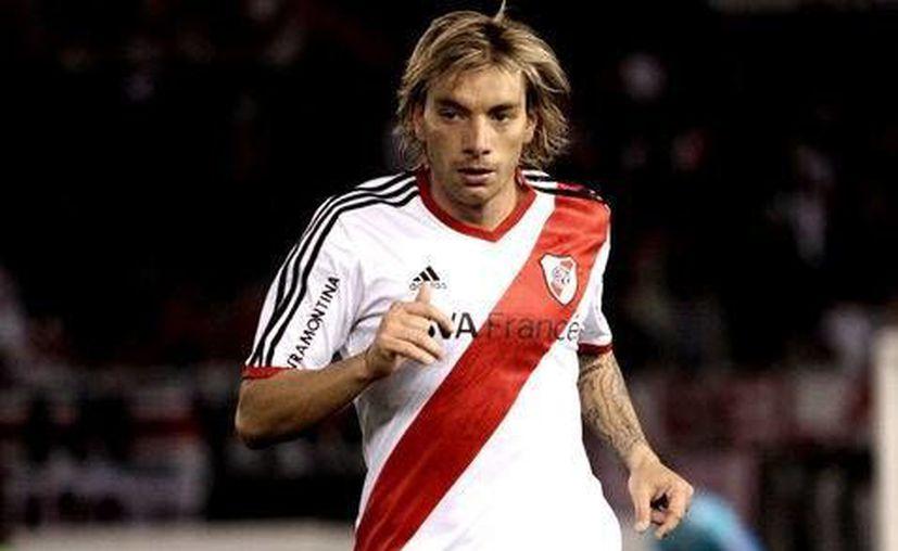 El defensa Jonathan Bottinelli, en la mira del León, actualmente está fuera de forma pues sus últimos juegos oficiales fueron en abril con la Unión Católica de Chile. (Mexsport)  (mexsports.com)