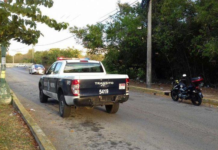 Un cuerpo dentro de una maleta fue dejaron frente al edificio del Poder Judicial en Cancún, la mañana de ayer.  (Redacción/SIPSE)