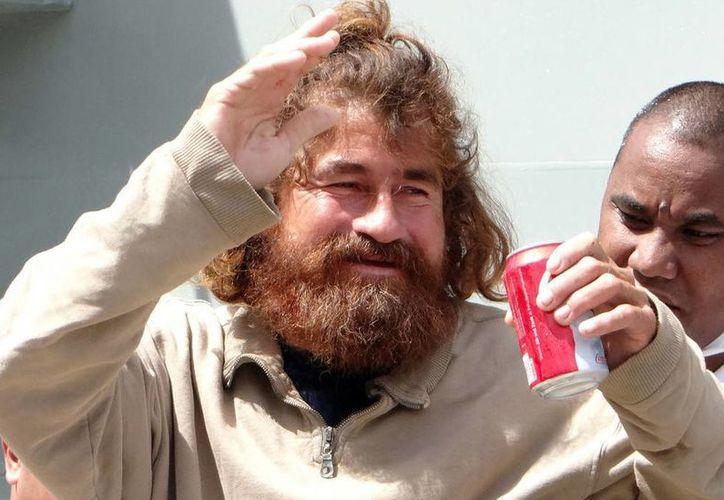 Este es el rostro del náufrago José Salvador Albarengo, demacrado, con melena y barba largas. (RT)