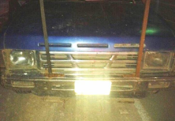 La camioneta resultó con varios impactos de bala provenientes de un arma de uso exclusivo de las Fuerzas Armadas. (Redacción/SIPSE)
