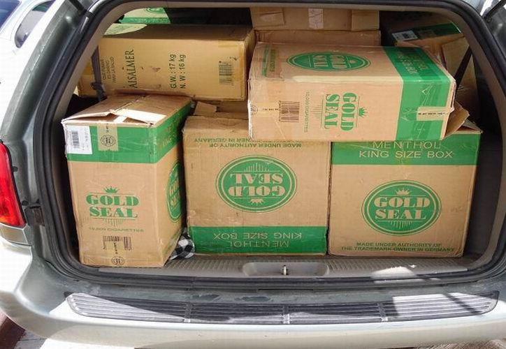 Circulaba sobre la carretera federal Mérida-Chetumal, en posesión de 371 cajas de cigarros. (SIPSE)