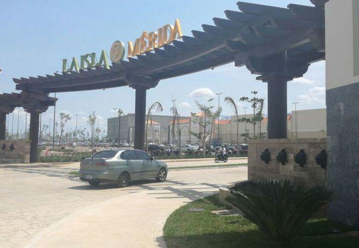 La Isla finalmente abrió sus puertas. (Foto: Katia Leyva/Milenio Novedades)