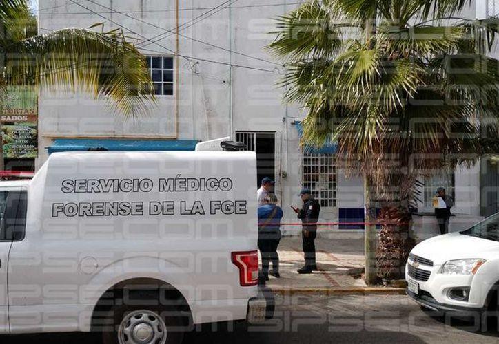 Vecinos de la zona reportaron el hallazgo del cuerpo de un hombre sin vida. (L. Hernández)