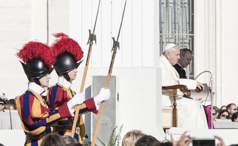 Sólo algunos integrantes de la Guardia Suiza Pontificia son elegidos para formarse como guardaespaldas del Papa. (Fotos: Notimex)