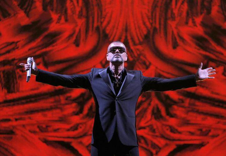 El cantante británico George Michael, ícono de la música de los 80, falleció este domingo, a los 53 años de edad.(Francois Mori/AP)