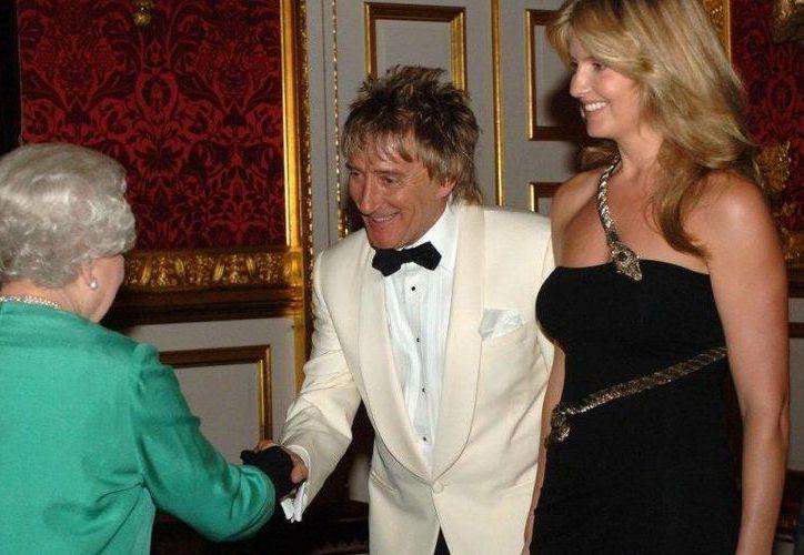 El cantante Rod Stewart fue una de las personas nombradas como caballero (o dama) por la Reina Isabel II (i). (foto tomada de telegraph.co.uk)