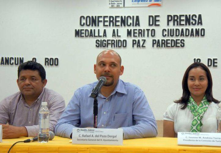 El secretario general del Ayuntamiento, Rafael del Pozo Dergal, realizó el anunciamiento oficial. (Redacción/SIPSE)