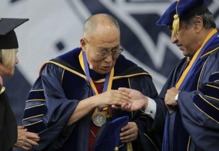 """El décimo cuarto Dalai Lama felicitó a los estudiantes e indicó que """"para crear un mundo más feliz, en primer lugar está la paz interior"""". (Foto: Contexto/Internet)"""