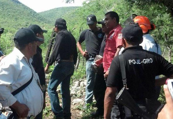 Imagen de archivo de policías de Guerrero que vigilan la zona donde fueron localizadas fosas clandestinas. (NTX)