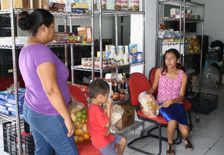 Banco de alimentos Cáritas apoya a las familias de diferentes colonias de la ciudad. (Yenny Gaona/SIPSE)
