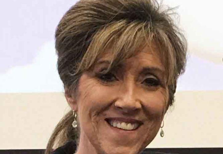 Tammie Jo Shults, piloto del avión de Southwest que tenía una turbina dañada. (es-us.noticias.yahoo.com)