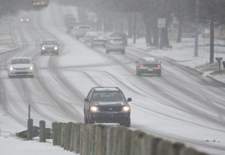 Las autoridades de transporte y el Servicio Meteorológico Nacional advirtieron a los automovilistas que se abstuvieran de salir a las carreteras. (Agencias)