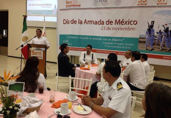Imagen del desayuno que se ofreció a los elementos de la Armada de México, en el hotel del Isstey en Progreso. (Gerardo Keb/SIPSE)