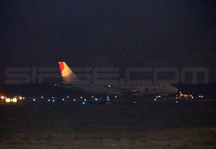 Empleados del lugar señalan que la avioneta descendió sin novedad y se trató de un protocolo de seguridad. (Adán Escamilla/ SIPSE)