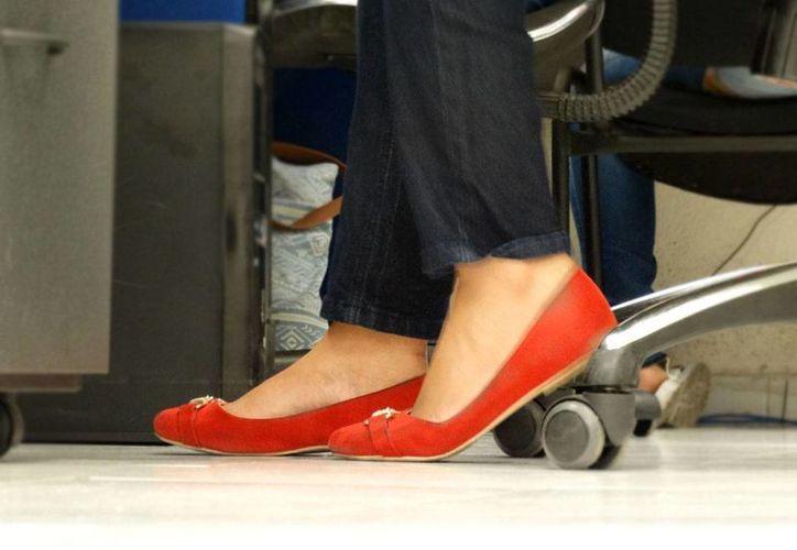 El Síndrome de piernas inquietas afecta dos veces más a las mujeres que a los hombres, y se estima que el 15 por ciento de la población mundial manifiesta esta enfermedad. (SIPSE)