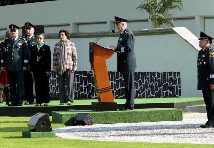 El general Cienfuegos encabezó la colocación de la primera piedra del nuevo Cuartel de la Policía Militar de Nuevo León, en Monterrey. (Archivo/Notimex)
