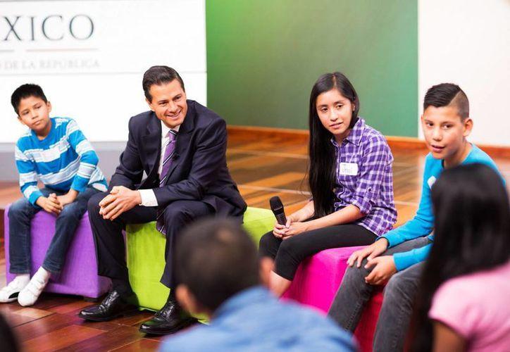 Peña Nieto encabezó la  Segunda Sesión Ordinaria del Sistema Nacional de Protección Integral de Niñas, Niños y Adolescentes, en la residencia oficial de Los Pinos. (Presidencia)