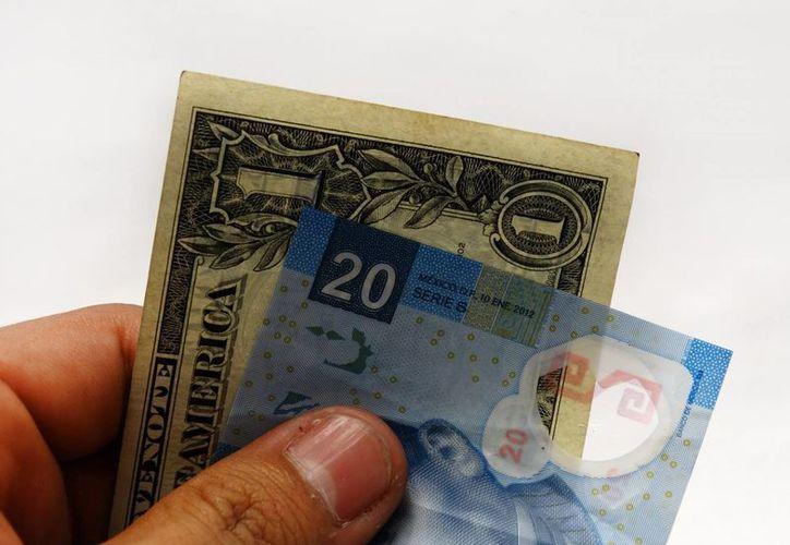 El tipo de cambio interbancario se cotiza en 18.1420  por dólar, mientras el mínimo en ventanillas es de 18.33. (SIPSE)