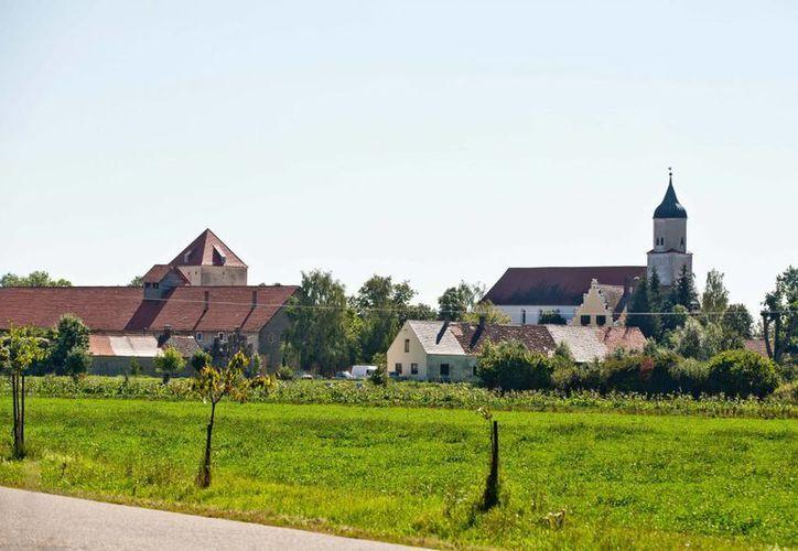 """Complejo de la secta """"Doce Tribus"""" en el pueblo de Klosterzimmern, cerca de Deiningen, Alemania. (Agencias)"""
